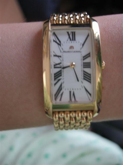 Мужчина подарил часы девушке l #52