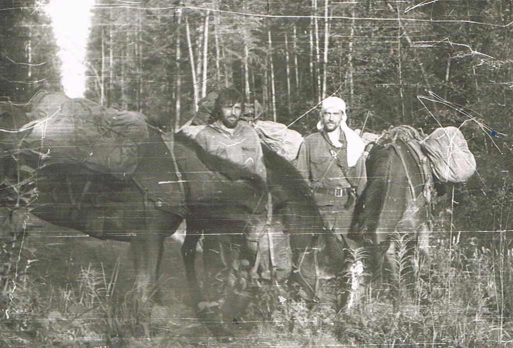 Засадил двум русским подружкам на берегу реки